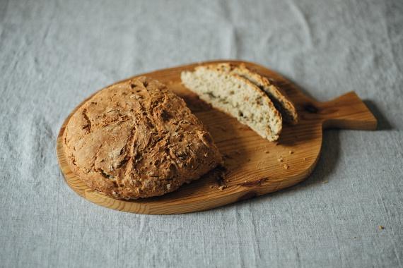 Miguel Martinez-Gonzalez professzor csapata kimutatta, hogy a kenyér rendszeres fogyasztása önmagában nem probléma, a fehér liszt azonban igen. Azok, akik az abból készült kenyeret ették, 40%-kal nagyobb valószínűséggel híztak el, mint a teljes kiőrlésű vagy más kenyereket fogyasztó társaik. Miért?