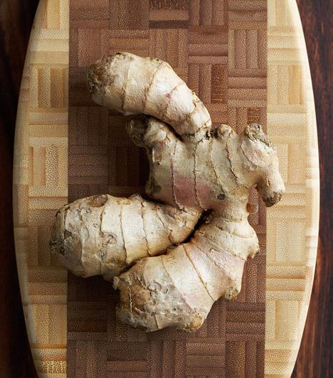 Gyömbér  A gyömbér serkenti az emésztést és megkönnyíti a gyomor munkáját. Fehér húsokkal izgalmas kombinációt alkot, de ha almát vagy ananászt fűszerezel vele, az édesség iránti vágyadat is kielégíti.  Kapcsolódó cikk: Egyetlen gyógynövény mérgek és pluszkilók ellen »