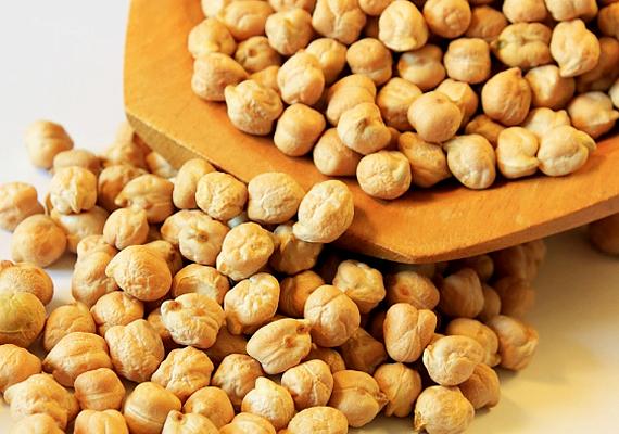 100 gramm csicseriborsó 16 gramm rostot tartalmaz, mely a hüvelyes természetes zsírlebontó tulajdonságával kiegészülve remek fogyasztó párost alkot.