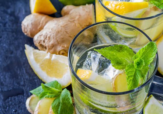 Isteni hűsítő, karcsúsító italt készíthetsz mentából, gyömbérből, citromból és vízből. A citromban lévő C-vitamin - a vassal együtt - fokozza a szervezet karnitintermelését, a mentol serkenti az anyagcserét, javítja az emésztőrendszer vérkeringését, a gyömbér csípős vegyületei pedig fokozzák a zsírégetést. Kattints ide a pontos receptért!