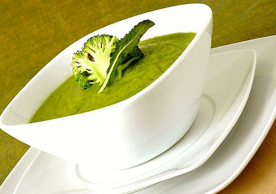 Eszedbe ne jusson porból készíteni a brokkolikrémlevest, hiszen az igazi zöldségben az összes zsírégető vitamin megtalálható. Íme, a karcsúsító leves receptje!