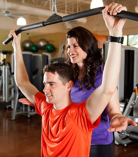 Személyi edzésAz elmúlt hat évben egyre határozottabban mutatható ki, hogy mekkora szükség van szakképzett, tapasztalt személyi edzőkre itthon és külföldön is. A szakképzett edző segítségével végzett egyéni sportóráknak köszönhetően te is újra formába lendülhetsz.Kapcsolódó cikk:Képeken a 12 legjobb zsírégető gyakorlat a személyi edzőtől »