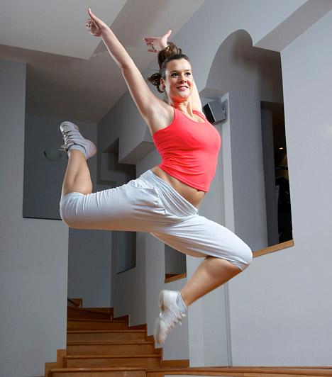 Zumba és egyéb táncedzések  A zumba ötvözi a latin ritmusokat a tánccal, az edzéshez elsősorban energikusság és kitartás szükséges. A mozgásforma 2010-ben került fel a Fitnesz Trendek Globális Felmérésének listájára, és 2012-ben már a hetedik helyen végzett, idén azonban a 12. helyre esett vissza.  Kapcsolódó cikk: A leghatékonyabb zsírégető edzések - Szerintünk »