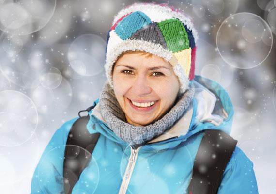 A túrázásról a hidegebb hónapokban sem kell lemondanod. Sőt, a havas téli táj kimondottan szemet gyönyörködtető látvány. Ha pedig belegondolsz, hogy már fél óra gyalogtúrával is 250 kalóriát éget el a szervezeted, talán még nagyobb kedvvel vágsz neki.