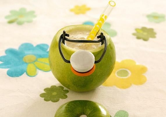 Az almaturmix nagy előnye, hogy a gyümölcs az év bármely szakában kapható. A meghámozott, feldarabolt almát fél csésze zsírszegény tejjel és fél csésze zsírszegény joghurttal együtt tedd a turmixgépbe. Ha kész, adj hozzá egy kevés fahéjat.