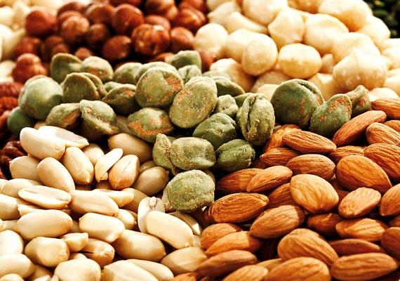Az olajos magvak nem pusztán egészséges nassolnivalók, de kiváló E-vitamin-források is. Ez a vitamin nélkülözhetetlen a szép bőrhöz, a hormonháztartás egyensúlyához, ugyanakkor helyreállítja az anyagcsere megfelelő működését, és gyógyítja az egyes anyagcsere-betegségeket. Napi ajánlott mennyisége: 10-12 mg. Tudj meg többet róla!