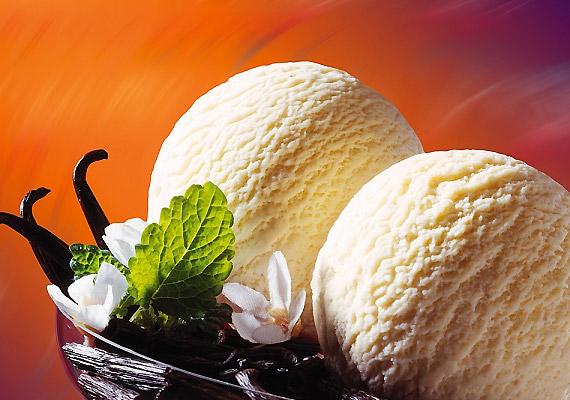Bár a vizes vaníliafagyi nem annyira finom, mint a tejből készült, kalóriából is kevesebb van benne. Egy-egy gombóccal nyugodtan ehetsz a diéta alatt is.