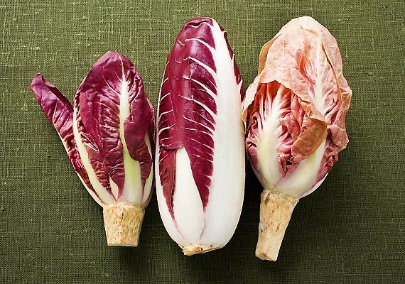 A kesernyés ízű endívia méregteleníti a májat és serkenti a hasnyálmirigy működését. Bármennyit ehetsz belőle, kiváló fogyókúrás csemege.