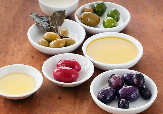 Nem eszel zsírt. Pedig a jó zsírokra feltétlenül szükség van a vitaminok hasznosításához és az anyagcseréhez. Fogyassz olívaolajat, sajtokat, tejtermékeket.