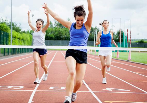 Ha egy elérhető célt tűzöl ki magad elé, és nem a vakvilágba diétázol, a fogyókúra is könnyebben megy majd. Még jobb, ha szakaszos célokat is beiktatsz, így hamarabb lesz sikerélményed, ez pedig további lendületet ad.