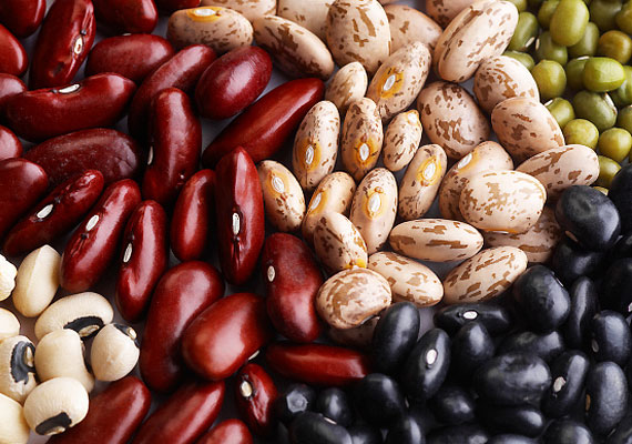 Kutatások szerint a B5-vitamin serkenti a mellékvese hormonjainak működését, vagyis méregtelenítő, stresszoldó és öregedésgátló hatása lehet. A vitamint hüvelyesekből, gabonaféléből, élesztőből, karfiolból és belsőségekből - májból, veséből - veheted magadhoz.