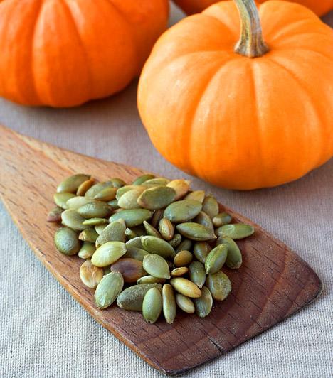 TökmagA tökmag számos B-vitamint tartalmaz, melyek szerepet játszanak a fehérjék, szénhidrátok, illetve zsírok lebontásában és felszívódásában. Folsavtartalma is jelentős, minek köszönhetően kiegyensúlyozottabbá teszi az emésztést.Kapcsolódó cikk:Így szabadulj meg heti 2 kilótól tökmaggal! »