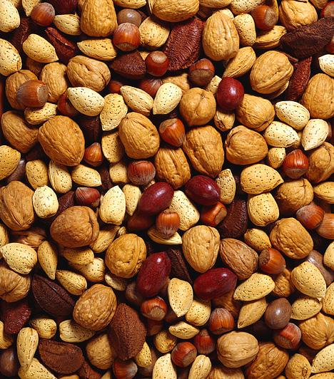 Növényi magvak                         Ha natúr formában fogyasztod őket, értékes, telítetlen zsírsavakhoz juttathatod szervezeted anélkül, hogy a kilók miatt kellene aggódnod. Az olajos magvak segítik az anyagcsere-folyamatokat, emellett étvágyadat is csökkentik.                                                  Kapcsolódó cikk:                         Zsírégető magok: képeken a 8 legerősebb »