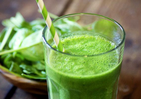 A zöld színű zöldségek segítenek helyreállítani a cukor, illetve a feldolgozott élelmiszerek túlzott fogyasztása következtében megborult sav-bázis egyensúlyt, aminek eredményeképpen elhízás, illetve számos egészségügyi probléma is kialakulhat. Íme, egy remek recept!