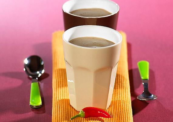 A jó minőségű, magas kakaótartalommal bíró csokoládé segíti a zsírégető folyamatok beindulását. Készíts legalább 50%-os kakaótartalmú csokiból forró italt, és bolondítsd meg egy kevés anyagcsere-serkentő hatású chilivel. Kattints korábbi cikkünkre, és tudd meg, mitől egészséges a csokoládé.