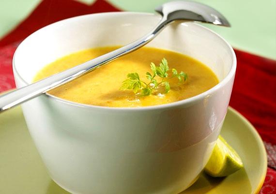 A sárgarépa - hasonlóan a káposztához - negatív kalóriás zöldség. A belőle készült leves önmagában talán keveseket hoz lázba, ám egy kis anyagcsere-serkentő gyömbérrel megbolondítva kiváló diétás csemege lehet. Kattints a receptért!