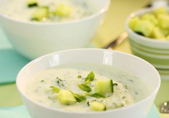 A hideg uborkaleves klasszikus diétás étel, amely rendkívül alacsony kalória-, valamint magas víz- és káliumtartalommal bír. Próbáld ki a receptet!