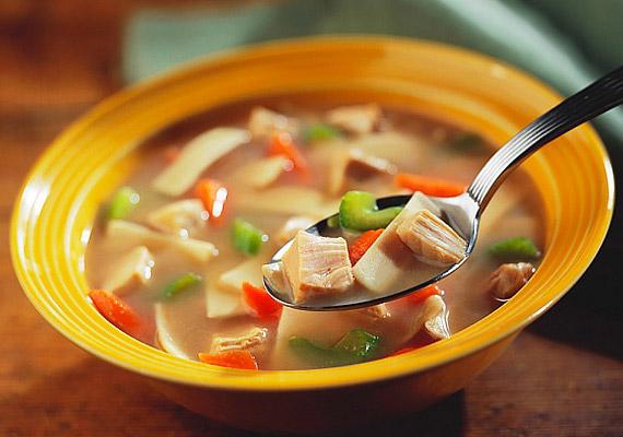 A zöldségleves könnyű, salaktalanító és igazán forró vacsora lehet.