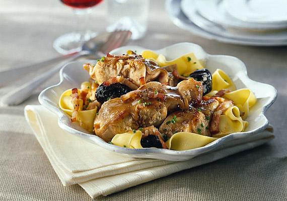 Nemcsak a hal, hanem a szárnyashús is bővelkedik foszforban: 100 g csirkehús 150 mg-ot tartalmaz. Habár a fogyókúra alatt a növényi eredetű, rostban gazdag táplálékok fogyasztását érdemes előtérbe helyezni, a szárnyashús vas-, illetve fehérjetartalma támogathatja a diéta sikerét.