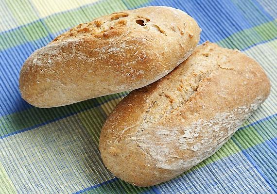 Franciaországban előszeretettel fogyasztanak teljes kiőrlésű cipókat, bagetteket a nálunk megszokott, hizlaló fehér kenyér helyett. Érdemes átvenned ezt a szokást, és reggelire rostokban gazdagabb, emésztést könnyítő péksüteményt enned - egy kevés sajttal és zöldséggel.