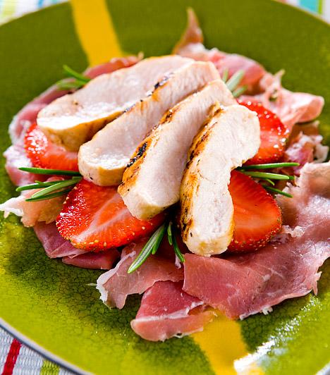 Csirkés epersaláta  Ha ebédre is valami könnyű, frissítő diétás fogást keresel, próbáld ki az epersalátát grillezett csirkével! A méregtelenítő, piros szemű antioxidáns íze remekül passzol a fehér sült húsokhoz, a pikáns ebéd pedig igazi ínyecségnek számít a salaktalanító fogások között.  Kapcsolódó cikk: Így fogyj egy hét alatt 2 kilót a zsírfaló eperdiétával! »