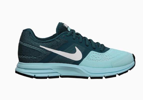 A Nike Air Pegasus +30 2013-ban jelent meg a piacon. A cipő 30. kiadása is folytatja a legendás hagyományt: lélegző felsőrész és érzékeny párnázottság. A cipőt elsősorban neutrális profilú, normál stílusú - tehát sem kifelé, sem befelé nem dőlő bokájú - futóknak ajánlják. Ára 29 990 forint a Spuri futóboltban.