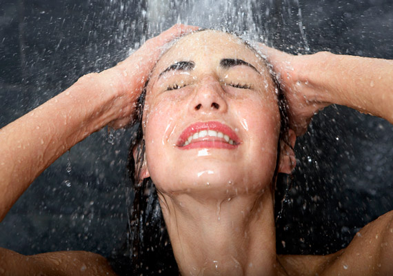 A hideg-meleg vizes váltózuhany élénkíti a vérkeringésedet, aminek köszönhetően serkenti az anyagcsere-folyamatokat. További előnye, hogy a bőrödet is frissebbé, rugalmasabbá varázsolja.