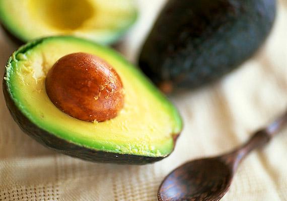 A krémes állagú avokádó 228 kalóriát tartalmaz, ezért nem ajánlott a diéta ideje alatt fogyasztani.