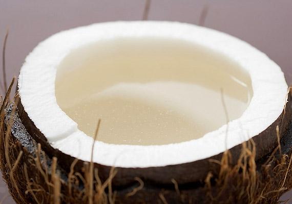 100 gramm kókusz 401 kalóriát tartalmaz, a kókuszreszelékben pedig még ennél is több, 700 kcal van.
