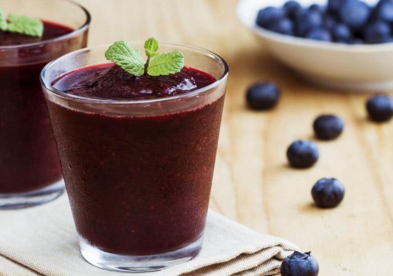 Bár az áfonyalé erős antioxidáns ital, hiába egészséges, kalóriatartalma nem elhanyagolható a diéta során: 2 deciliter körülbelül 100 kalóriát tartalmaz.