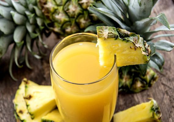 Nem véletlen, hogy az ananász olyan édes gyümölcs: fruktóztartalma meglehetősen magas. 2 deciliter ananászlé energiatartalma körülbelül 120 kalória.