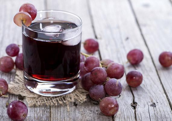 A szőlő az egyik legmagasabb energiatartalmú gyümölcs, fogyasztása nem ajánlott a fogyókúra során. 2 deciliter 100%-os szőlőlé is 150 kalóriát tartalmaz - többet, mint egy pikoló világos sör.