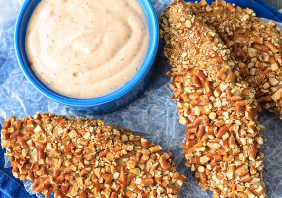 Mandulaliszt                         A mandulaliszt nem olcsó alapanyag, felhasználását tekintve azonban rendkívül sokoldalú. Remekül illik a sütemény- vagy kenyérfélékhez, de enyhébb, semlegesebb íze miatt panírozásra is megfelelő. Kiegészítheted mandulapehellyel vagy dióval, különleges és ropogós bundát képeznek.