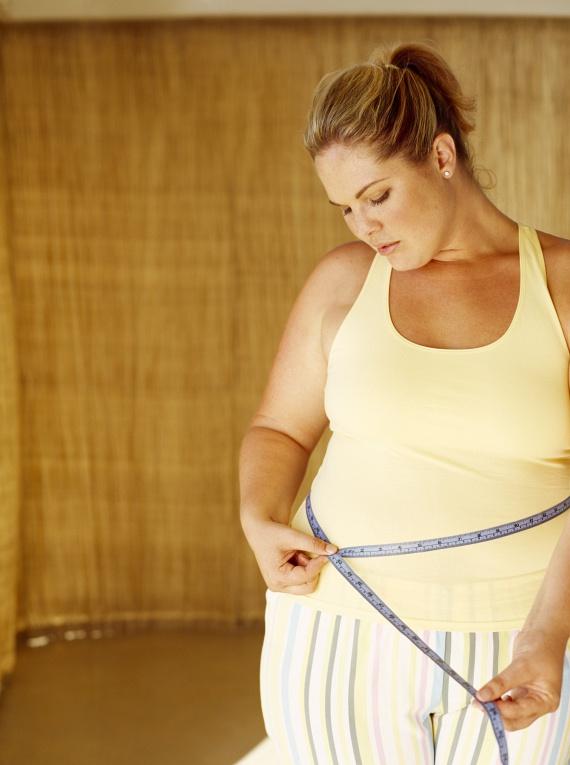 30 és 35 közötti érték esetén kisebb fokú elhízásról lehet beszélni. Ezen a ponton már megemelkedik a szívinfarktus, a 2-es típusú diabétesz, az epekő, a magas vérnyomás és a keringési betegségek kockázata. Egy 165 centiméter magas nő esetében a 82 kiló jelenti az alsó értéket ezen a szinten.