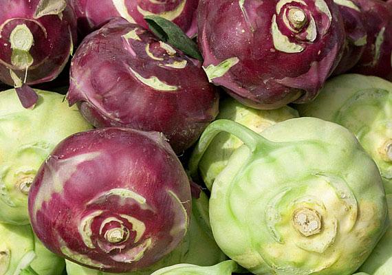 10 dekagramm karalábé 300 milligramm káliumot tartalmaz, emellett kiváló magnéziumforrás, és B1-, B2-, B6-, A- és C-vitaminban is gazdag. Érdemes a zöldséget nyersen fogyasztanod, így ugyanis többet megőriz fogyást is segítő ásványianyag- és vitamintartalmából. Tudj meg többet róla!