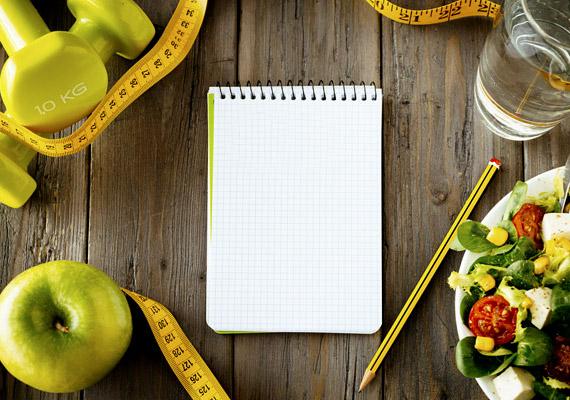 A 90 napos diéta évek óta szilárdan tartja magát a kedvelt fogyókúrás étrendek élvonalában. Lényege, hogy szétválasztja és külön napokra sorolja a különböző tápanyagokat: négynapos szakaszokból áll, melyek mindegyike fehérje-, keményítő-, szénhidrát- és gyümölcsnapból. A diéta előnye, hogy bármit ehetsz - az ésszerűség határán belül -, de tartanod kell magad a szétválasztás szabályához. Kattints ingyenes fogyókúraprogramunkra, melyben recepteket és részletes napi étrendet is adunk!