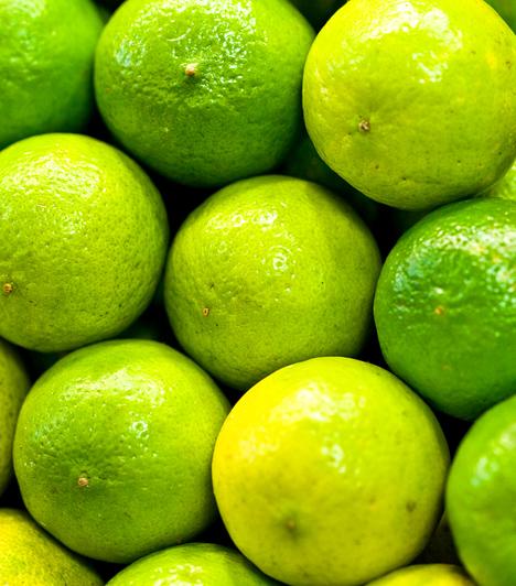 CitrusdiétaA leghatékonyabb zsírégető citrusok, a citrom, a narancs, a grépfrút és a mandarin jótékony hatásaira építő diéta az egyik legkedveltebb tisztítókúra, mely nemcsak a méreganyagoktól és a plusz kilóktól szabadít meg, de bőrödet is üdévé varázsolja. A citrusdiéta egyik legkedveltebb változata a grépfrútkúra.Kapcsolódó cikk:Zsírfaló grépfrútdiéta »