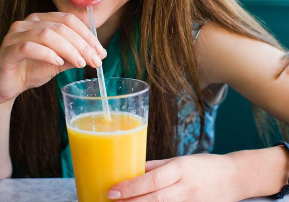 A gyümölcslevek szintén tele vannak cukorral, sok hozzáadott formában tartalmazza. De sajnos a frissen facsartakra is igaz ez, hiszen a gyümölcscukor is cukor. Fogyasztása reggel hirtelen megnyomja a vércukorszintedet, és onnantól kezdve, hogy az leesik, folyamatosan éhes leszel, és többet is eszel egy-egy étkezéskor.