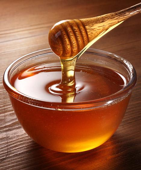 Méz  Bár a benne található vitaminok miatt a méz jóval egészségesebb a cukornál, kalóriatartalma közel azonos magasságú, glikémiás indexe pedig 90% fölött van. Ha kristálycukor helyett mézet használsz, már tettél valamit az egészségedért, de még semmit nem tettél a hízás megállításáért.