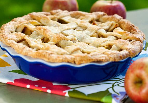 Ha ősz, akkor almaszezon, ha almaszezon, akkor almás pite! Érdemes azonban újragondolni a nagyi fehér lisztes-cukros receptjét, ugyanis 100 gramm belőle körülbelül 35 gramm szénhidrátot tartalmaz. Próbáld kicsit átkomponálni nyírfacukorral és Graham-liszttel!