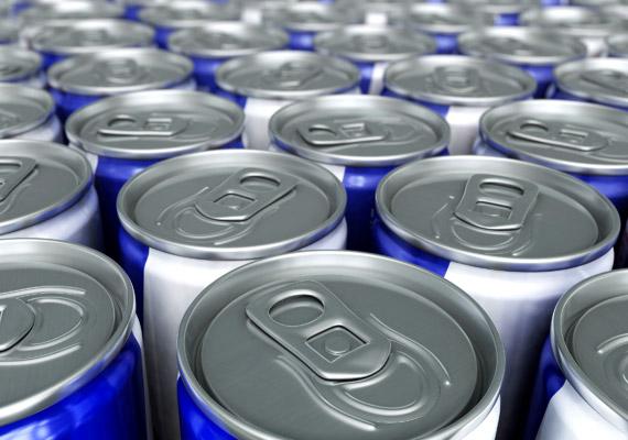 Az energiaitalok közül a cukormentes változatok sem ajánlottak, ha szeretnéd leadni a pluszkilókat: a bennük lévő mesterséges anyagok ugyanis lassítják az anyagcserét. Korábbi cikkünkből az is megtudhatod, miért nem ajánlott alkohollal keverni az energiaitalt!