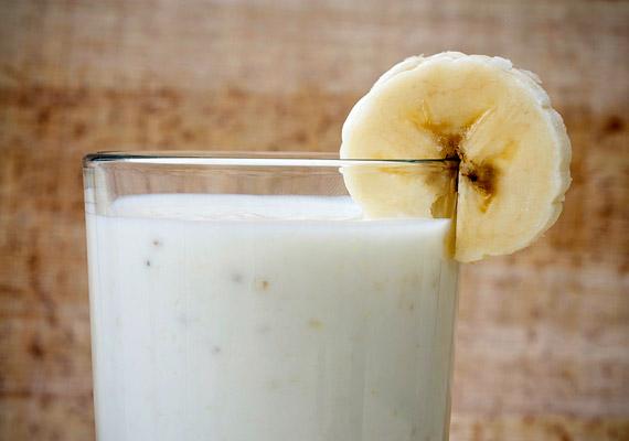 Bár banánturmixot egész éven át fogyaszthatsz, a melegebb hónapokban az idénygyümölcsök kiszorítják a banánt. A tejes banánturmix a fogyókúra alatt kizárólag reggelire fogyasztható. Egy 2 deciliter tejből és egy közepes banánból készült adag akár 250 kalória is lehet.