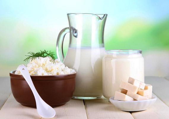Az alacsony zsírtartalmú tejtermékeket sokan előszeretettel fogyasztják a diéta alatt. Nem tudják, hogy a csökkentett zsírtartalom érdekében más hizlaló dolgok kerülhetnek a joghurtba, tejfölbe. Kattints korábbi cikkünkre!