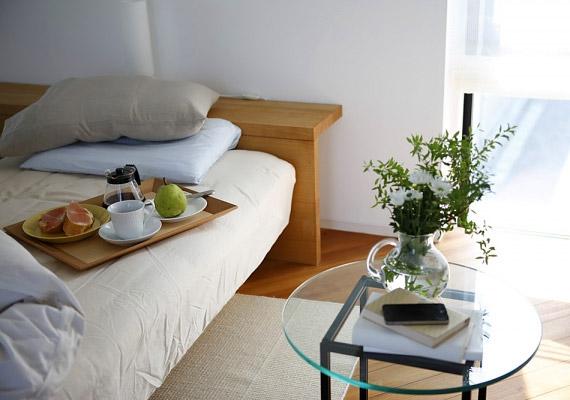 Bár jó dolog néha az ágyban reggelizni, ám ha a lakás több pontjából is konyhaasztalt csinálsz, nagyobb az esély arra, hogy a hálószobába lépve vagy az íróasztalt megpillantva is az evés jut majd eszedbe.