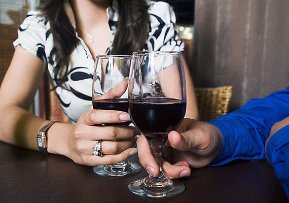 Egy pohár minőségi vörösbor megkönnyíti az emésztést és a méregtelenítést.