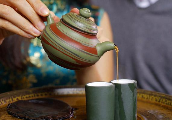 A zöld tea az orvosok és a táplálkozáskutatók szerint is a legerősebb zsírégető ital.