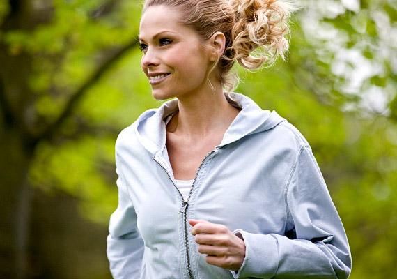 A színésznő a Daily Mirrornak azt nyilatkozta, egyáltalán nem titok, minek köszönheti irigylésre méltó alakját:- Ha tehetem, mindennap futok - testmozgás nagyon fontos.