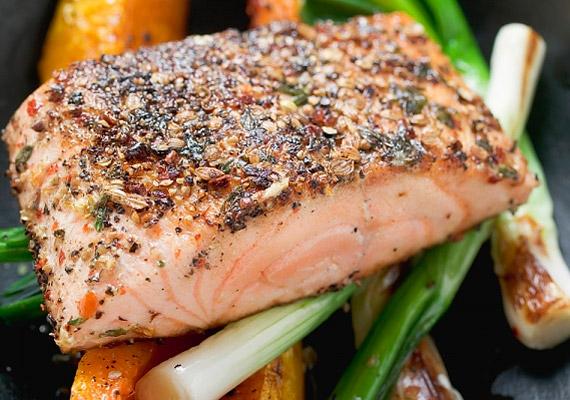 Az egészséges táplálkozás elengedhetetlen. Jennifer Aniston az omega-3 zsírsavakban gazdag halakat, valamint a zöldségeket, salátákat részesíti előnyben.