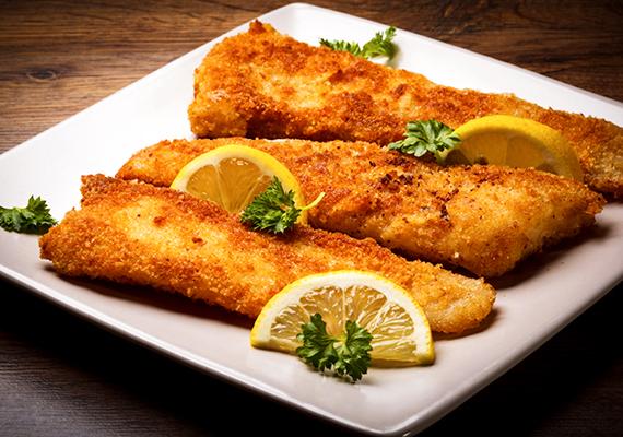 A klasszikusnak számító rántott halból 10 dekagramm - ez körülbelül egy adagnak felel meg - 194 kalóriát tartalmaz, köszönhetően a panírnak.