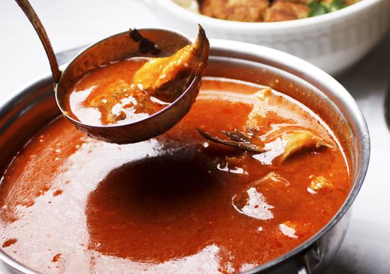 Kenyér és tészta nélkül 1 deciliter halászlében körülbelül 44 kalória van. Egy adag halászlé általában 3 dl. Szerencsére ezt a fogást kedvedre fogyaszthatod az ünnep alatt.